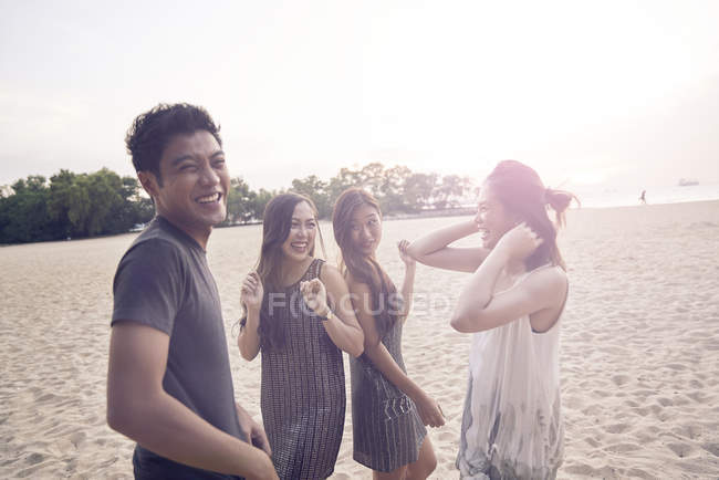 Attractive young asian friends having fun at beach — Stock Photo