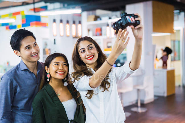 Young asian business people taking selfie by camera — Stock Photo