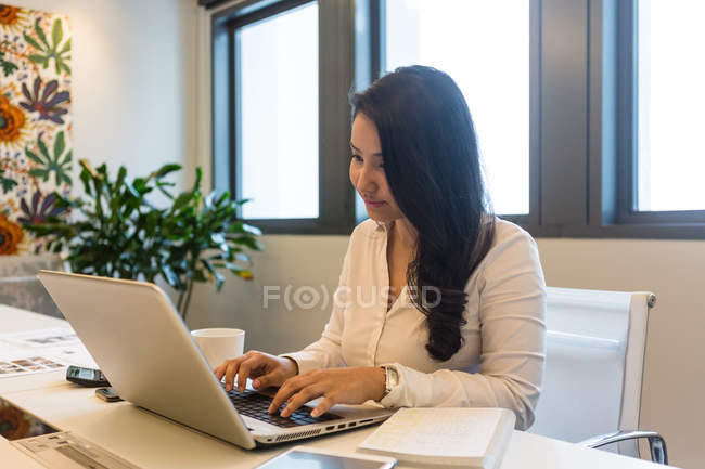 Young woman working on her laptop. — Stock Photo