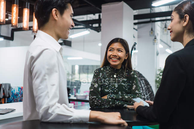 Young asian business people in modern office — Stock Photo