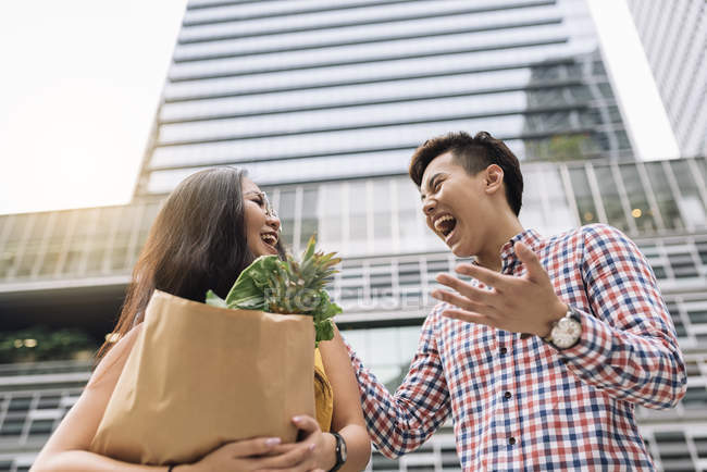 Young chinese couple at grocery shopping — Stock Photo