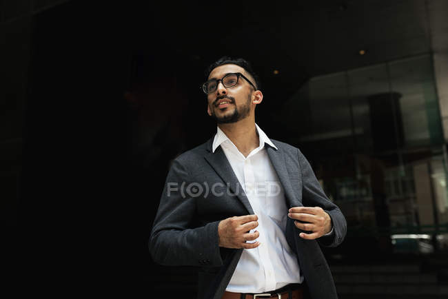 Портрет красивий молодий успішний бізнесмен — стокове фото