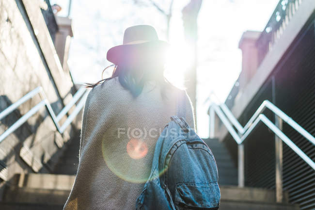 Young Asian woman travelling and walking on stairs — Stock Photo