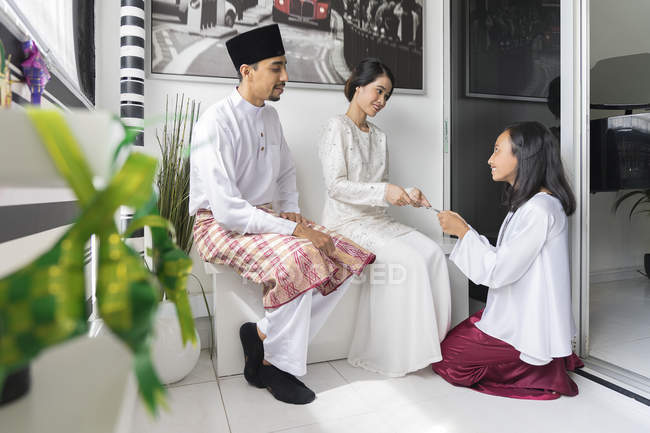 Happy asian family celebrating hari raya at home — Stock Photo