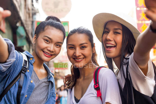 Three asian girlfriends taking selfies in Chinatown, Bangkok — Stock Photo