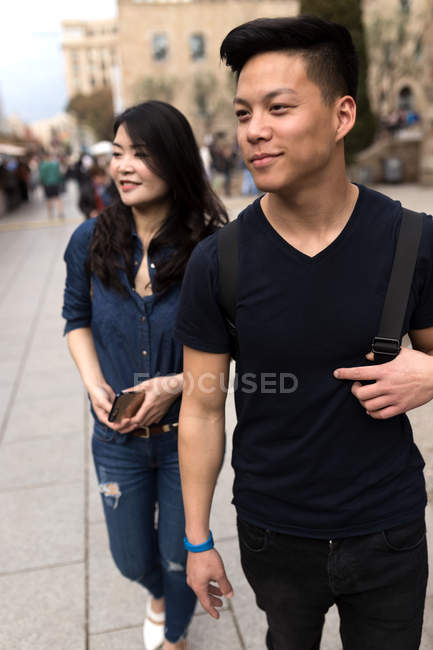 Chinese couple having fun in Barcelona, Spain — Stock Photo