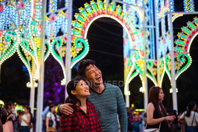 Young asian couple spending time together in city while celebrating christmas — Stock Photo