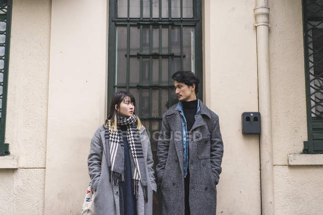 Trendy stylish couple posing together outdoors — Fotografia de Stock