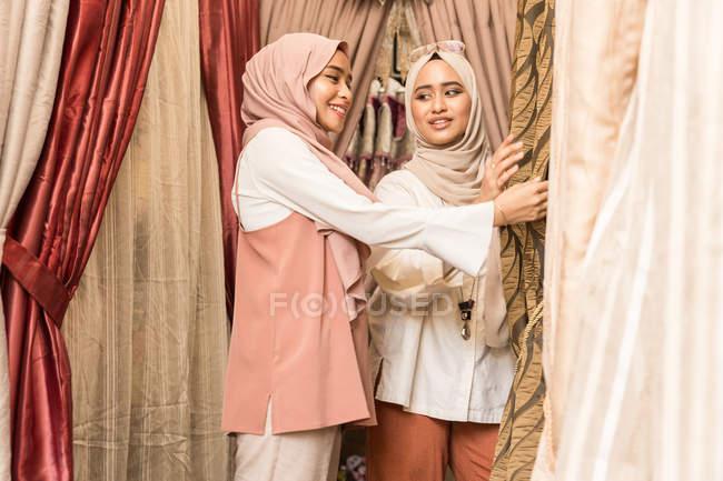 Where to find muslim girls