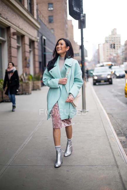 Jovem asiático bela mulher no novo york, eua — Fotografia de Stock