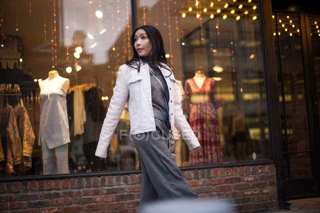 Young asian lady window shopping around Chelsea Market in New York — Stock Photo