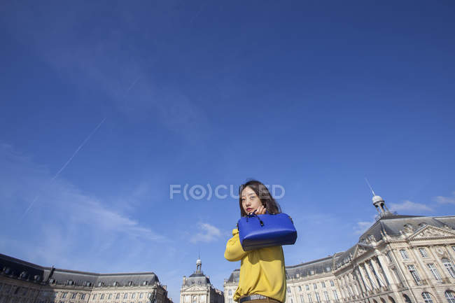 Young woman walking with her blue bag in Paris, France — Stock Photo