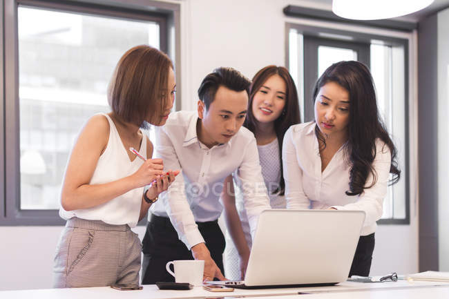 Group Discussion Of Colleagues In Modern Office — Stock Photo