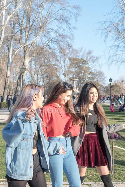 Friends walking around Retiro Park Madrid, Spain — Stock Photo