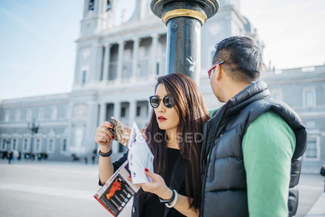 Китайські пари разом в Мадриді, Іспанія — стокове фото