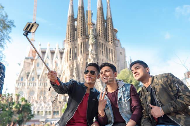 Friends taking selfies Barcelona Spain — Stock Photo