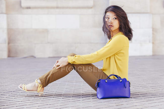 Side view of Chinese woman with her blue bag — Stock Photo