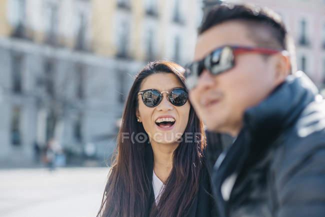 Tourisme en couple chinois en Madrid, Espagne — Photo de stock