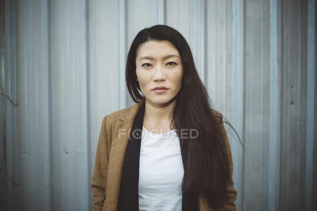 Asiatisch chinesische touristin auf den straßen von madrid, spanien — Stockfoto