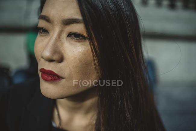 Ritratto di donna asiatica attraente — Foto stock