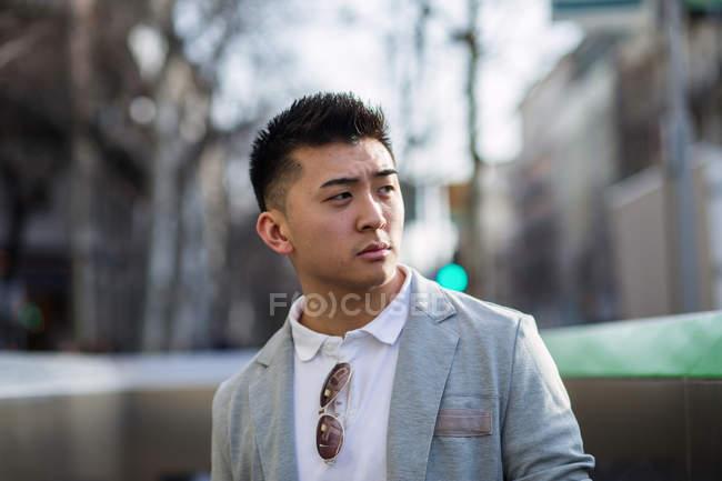 Портрет китайський бізнесмен на вулиці, Іспанія — стокове фото