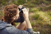 Woman using binoculars — Stock Photo