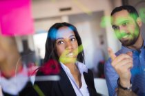 Businessman and businesswoman brainstorming — Stock Photo