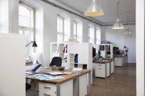 Современный офис неофициальных — стоковое фото