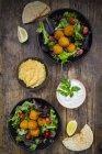 Süßkartoffelfalafel mit gemischtem Salat — Stockfoto