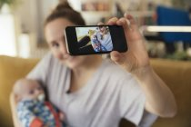 Mother taking selfie with newborn baby — Stock Photo