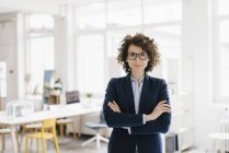 Businesswoman standing with arms crossed — Stock Photo