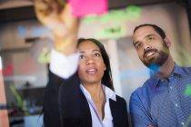 Uomo d'affari e donna d'affari
