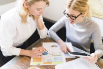 Businesswomen working on project — Stock Photo