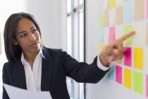 Geschäftsfrau führenden Präsentation — Stockfoto