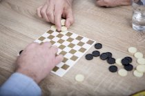 Couple playing chequers — Stock Photo