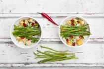 Vegan Pad thai with mini asparagus — Stock Photo
