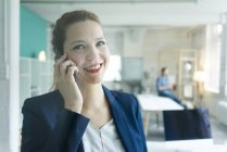 Businesswoman talking on phone — Stock Photo