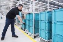 Man scanning boxes — Stock Photo