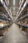 Entrepôt de rack élevé en usine — Photo de stock