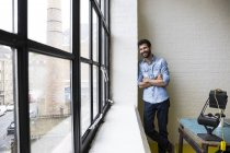 Man leaning against wall — Stock Photo