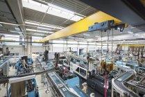 Заводской цех, формовочная секция в помещении — стоковое фото
