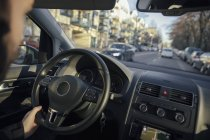 Рульове колесо і рука людини — стокове фото