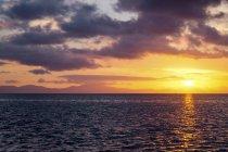 Захід сонця над океаном — стокове фото