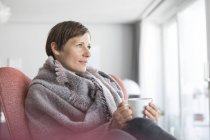 Mulher com café — Fotografia de Stock