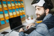 Man with Virtual Reality Glasses — Stock Photo