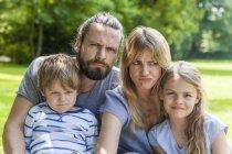 Familie Grimassen — Stockfoto