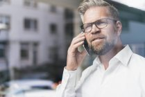Businessman talking on phone — Stock Photo