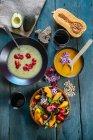 Миски пюре суп з гарбуза — стокове фото
