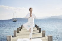 Man doing yoga exercise — Stock Photo