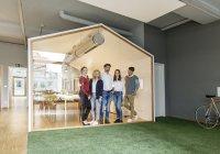 Команда бізнесу в сучасному офісі — стокове фото